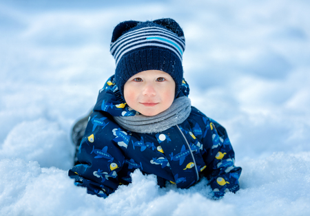 Portrait of a child in the winter Imagens