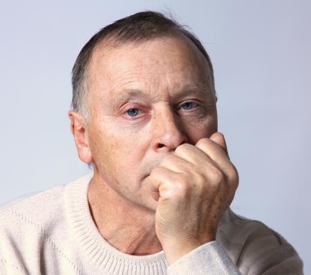 homme triste: portrait d'un vieil homme Banque d'images