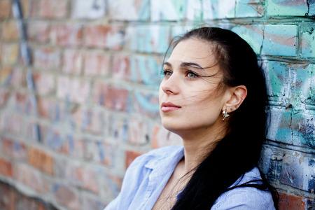 persona deprimida: Mujer hermosa en la depresión Foto de archivo