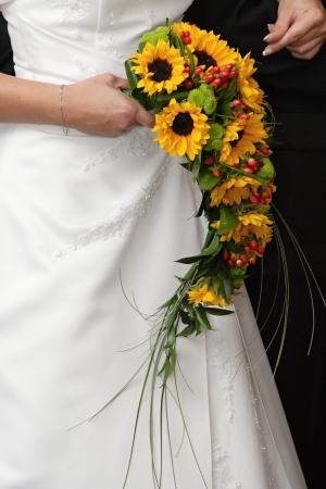 Bruid houden van haar prachtige boeket