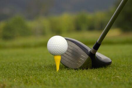 Golf ball with Golf club ready to game 免版税图像