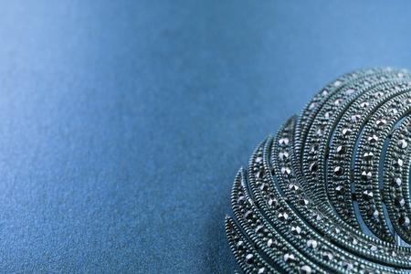 piedras preciosas: broche de plata con piedras preciosas