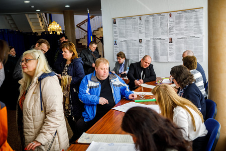 MINSK, BELARUS - 1 APRIL, 2019: Voting in the elections of the President of Ukraine at one of the polling stations in Minsk 報道画像