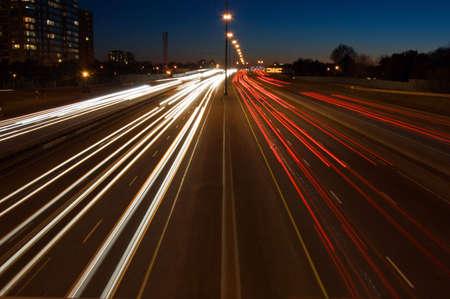 Highway bij nacht, lange blootstelling