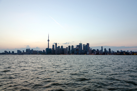 Skyline of Toronto over Ontario Lake at sunset Imagens