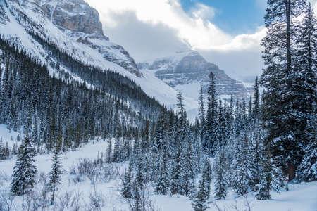 겨울 시간, 앨버타, 캐나다에서에서 밴프 파크에서 레이크 루이스 스톡 콘텐츠