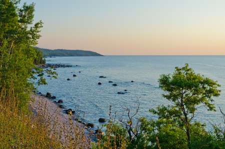 Rocky shore of Superior Lake at sunset Imagens