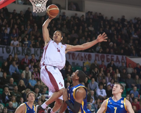 pbl: SAMARA, RUSSIA - FEBRUARY 06: Gerald Green of BC Krasnye Krylia make slam dunk February 06, 2011 in Samara, Russia. Editorial