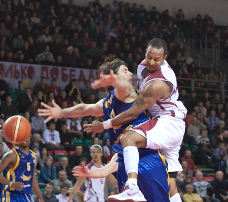 pbl: SAMARA, RUSSIA - FEBRUARY 06: Ernest J.R. Bremer of BC Krasnye Krylia in the fight for the ball with the player of BC Khimki February 06, 2011 in Samara, Russia. Editorial