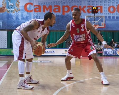 bc krasnye krylia samara: SAMARA, RUSSIA - FEBRUARY 12: Ernest J.R. Bremer of BC Krasnye Krylia with ball attacks player of BC Lokomotiv-Kuban February 12, 2011 in Samara, Russia. Editorial