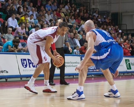 pbl: SAMARA, RUSSIA - MAY 11: Gerald Green of BC Krasnye Krylia, with ball, is on the attack during a BC Enisey game on May 11, 2011 in Samara, Russia.