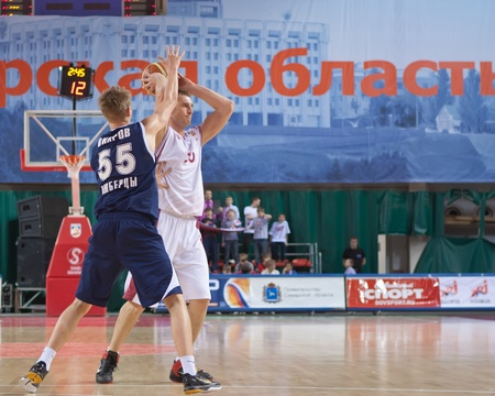 pbl: SAMARA, RUSSIA - MAY 15: Andrey Trushkin of BC Krasnye Krylia makes the pass of a player of his team against BC Triumph on May 15, 2011 in Samara, Russia. Editorial