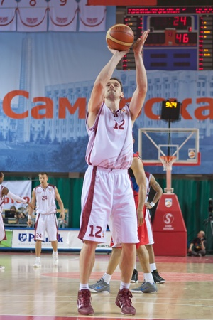 pbl: SAMARA, RUSSIA - MAY 26: Konstantin Nesterov of BC Krasnye Krylia throw from the free throw line in a game against BC CSKA on May 26, 2011 in Samara, Russia. Editorial