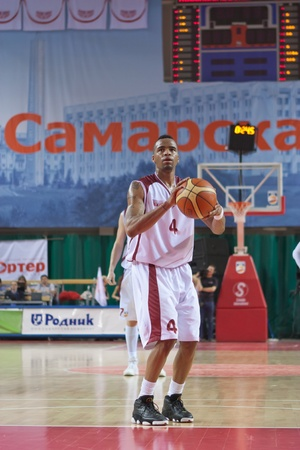 pbl: SAMARA, RUSSIA - MAY 26: Brion Rush of BC Krasnye Krylia gets ready to throw from the free throw line in a game against BC CSKA on May 26, 2011 in Samara, Russia. Editorial
