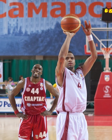 pbl: SAMARA, RUSSIA - JUNE 14: Brion Rush of BC Krasnye Krylia throw from the free throw line in a game against BC Spartak on June 14, 2011 in Samara, Russia. Editorial