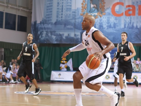 dribbling: SAMARA, RUSSIA - OCTOBER 20: Hayes Jarvis James of BC Krasnye Krylia, with ball, is on the attack during a BC Nizhny Novgorod game on October 20, 2010 in Samara, Russia.