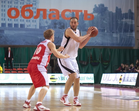 pbl: SAMARA, RUSSIA - FEBRUARY 18: Dragan Labovic of BC Krasnye Krylia with ball goes against a BC Spartak-Primorye player on February 18, 2012 in Samara, Russia. Editorial
