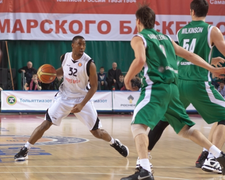 miles aaron marquez: SAMARA, RUSSIA - MARCH 10: Aaron Marquez Miles of BC Krasnye Krylia with ball tries to go past a BC UNICS players on March 10, 2012 in Samara, Russia. Editorial