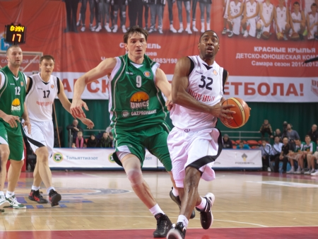 miles aaron marquez: SAMARA, RUSSIA - MARCH 10: Aaron Marquez Miles of BC Krasnye Krylia , with ball, is on the attack during a  BC UNICS game on March 10, 2012 in Samara, Russia.