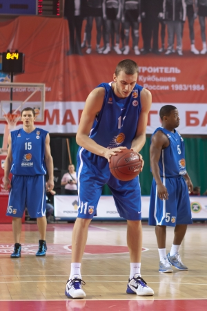 pbl: SAMARA, RUSSIA - MARCH 14: Kikanovich Elmedin of BC Enisey gets ready to throw from the free throw line in a game against BC Krasnye Krylia on March 14, 2012 in Samara, Russia. Editorial