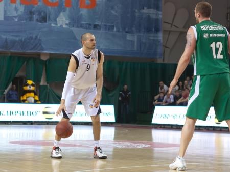 bc krasnye krylia samara: SAMARA, RUSSIA - APRIL 17: Rolandas Alijevas of BC Krasnye Krylia, with ball, is on the attack during a BC UNICS game on April 17, 2012 in Samara, Russia. Editorial