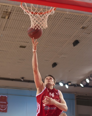pbl: SAMARA, RUSSIA - MAY 03: Zozulin Aleksey of BC Spartak throws a ball in a basket during a game against BC Krasnye Krylia on May 03, 2012 in Samara, Russia. Editorial