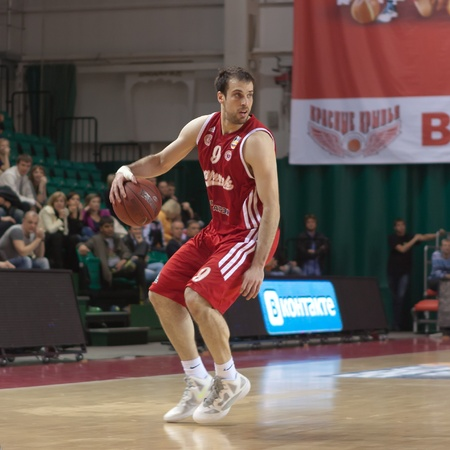 pbl: SAMARA, RUSSIA - MAY 03: Halperin Yotam of BC Spartak, with ball, is on the attack during a BC Krasnye Krylia game on May 03, 2012 in Samara, Russia. Editorial