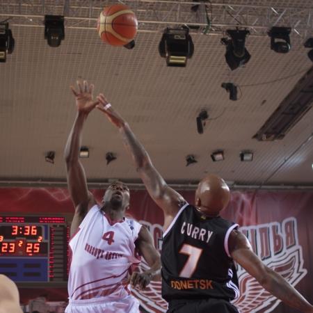 omar: SAMARA, RUSSIA - NOVEMBER 10: Omar Thomas of BC Krasnye Krylia throws a ball in a basket during a BC Donetsk game on November 10, 2012 in Samara, Russia.