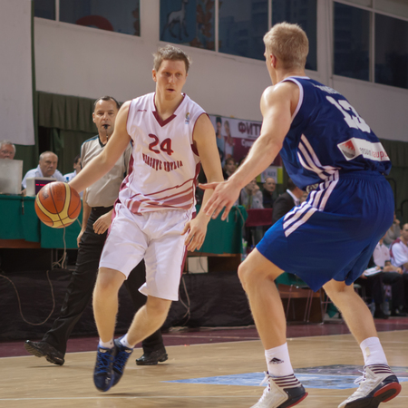 bc krasnye krylia samara: SAMARA, RUSSIA - DECEMBER 11: Evgeny Kolesnikov of BC Krasnye Krylia with ball goes against a BC Joensuun Kataja player on December 11, 2012 in Samara, Russia.