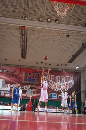 pbl: SAMARA, RUSSIA - MAY 11: Chester Simmons of BC Krasnye Krylia throws from the free throw line in a game against BC Enisey on May 11, 2013 in Samara, Russia. Editorial