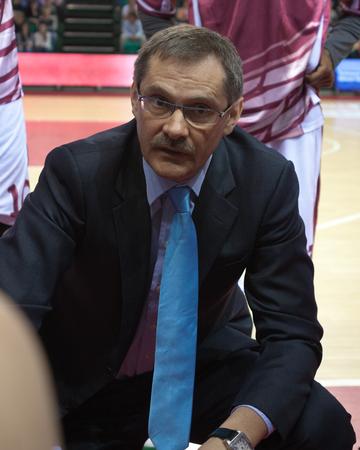bc krasnye krylia samara: SAMARA, RUSSIA - MAY 20: Timeout. Head coach of BC Krasnye Krylia Sergey Bazarevich during a game against BC CSKA on May 20, 2013 in Samara, Russia.