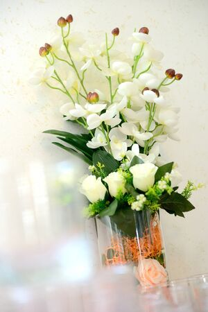 the bouquet of the flowers on the table. Standard-Bild