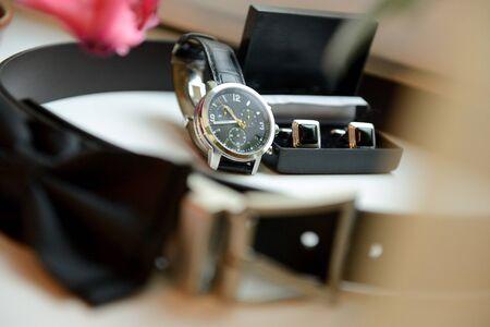 Groom-Accessoires - Uhren, Gürtel und Manschettenknopf Standard-Bild - 43207492