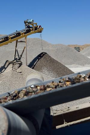 Die Bergbauindustrie. Herstellungsverfahren - Lizenzfreies Foto Standard-Bild - 43207755