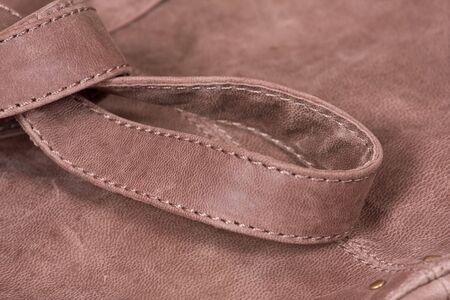 suede belt: Nudo de cinturones en bolsa de cuero marr�n