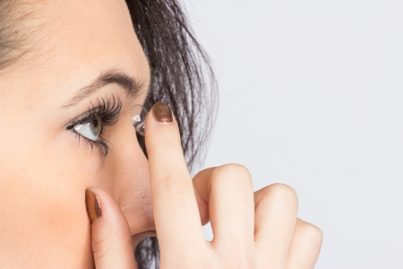 Young woman with contact lense Banque d'images