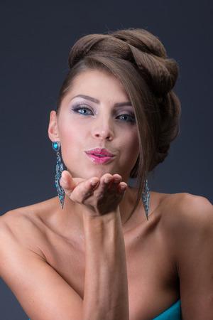quarz: Air kiss from beauty Woman wearing shiny earring
