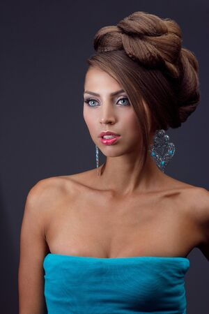 quarz: Beautiful woman in evening make up with jewellery