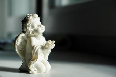 Little angel prays to the light Imagens