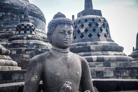 Tempio di Borobudur - il più grande tempio buddista del mondo