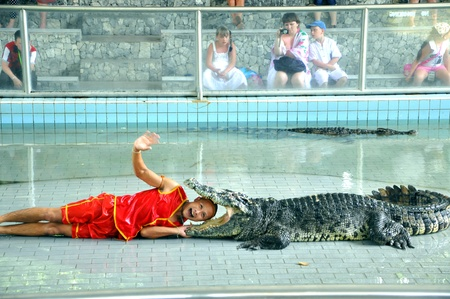 gaping: crocodile show in Thailand
