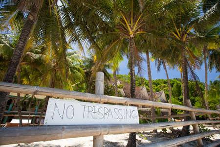 no trespassing: Ninguna muestra de violaci�n en la playa Foto de archivo