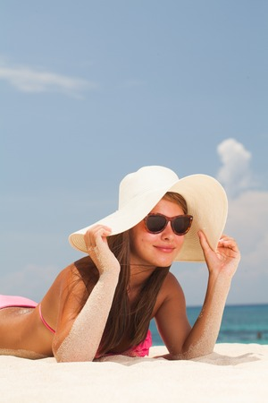 Young beautiful woman lying on an exotic beach Banque d'images