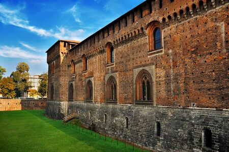 edad media: Edad Media pared de ladrillo rojo del antiguo castillo