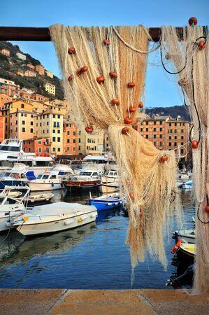 redes de pesca: redes de pesca en el puerto de Camogli