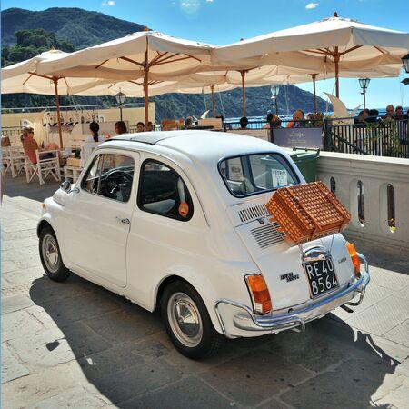 Camogli, Ligurie, Italie - 20 Septembre, 2015: Festival de Fiat 500 Rallye organisateurs du Club Fiat 500 Genova Levante Italie. Éditoriale