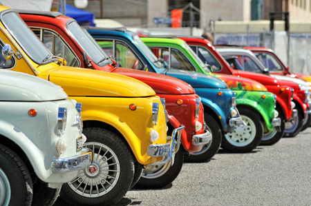 Genova, Liguria, Italy - September 18, 2016: Oktoberfest in Victory Square in Genoa, the first edition of motorsport meeting HBier static rally dedicated to Vespas, Lambrettas and Fiat 500. The models - each engine capacity and age - will be exhibited und 新聞圖片