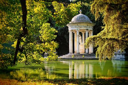 ヴィラ ・ ドゥラッツォ パッラヴィチーニ - ディアヌの神殿。ペーリ、ジェノヴァ 写真素材