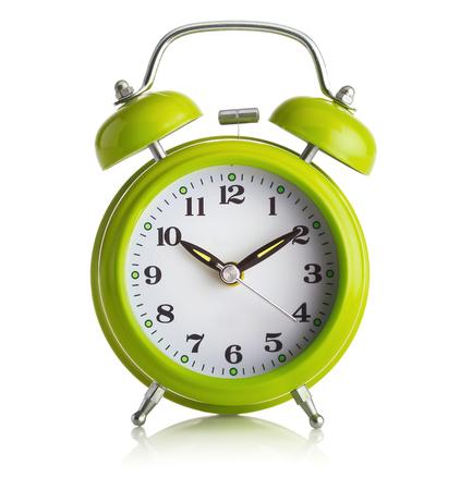 despertador: Anticuado reloj despertador en el fondo blanco