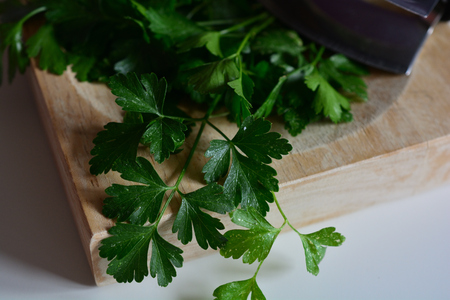 Fresh parsley and chopping utensils, closeup Zdjęcie Seryjne